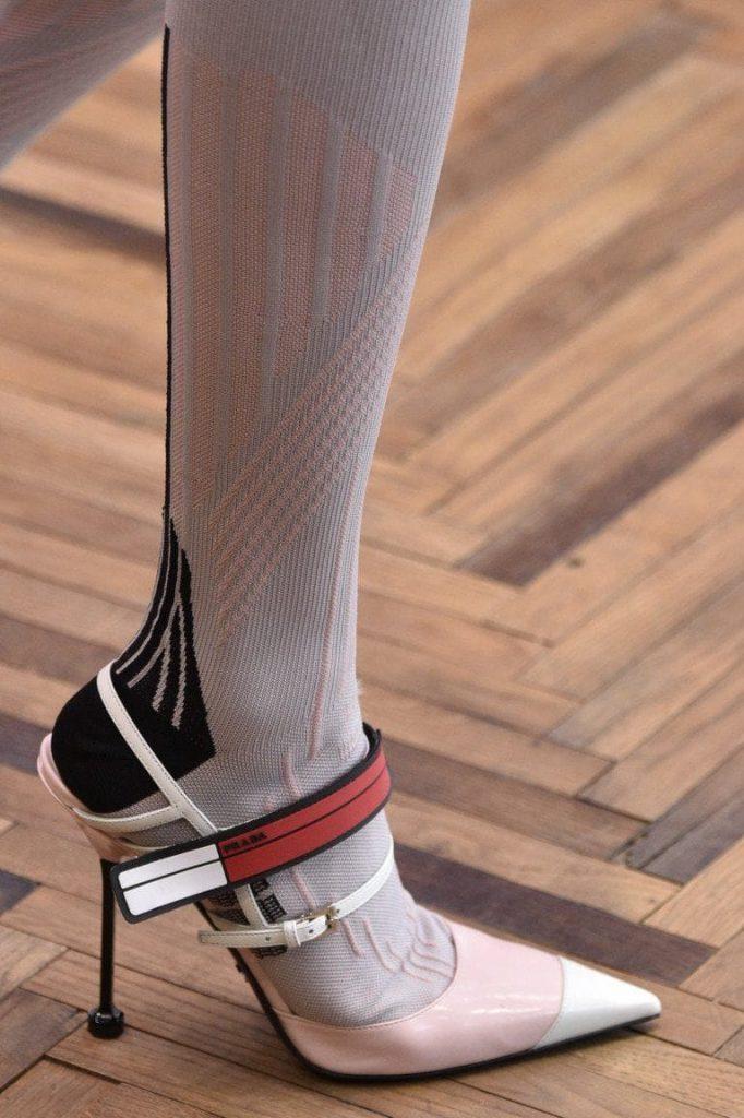 Modello calze bianche Prada stagione invernale con tacco bianco