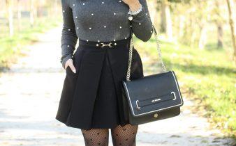 Outfit donna con calze per festività invernali